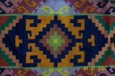 şark köşesi yapmak isteyenlere kaneviçe kilim deseni Bead Loom Patterns, Weaving Patterns, Tapestry Crochet, Bargello, Tribal Rug, Loom Beading, Kilim Rugs, Handicraft, Color Inspiration