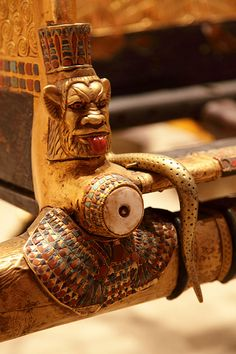 Tutankhamun : Details of his throne.