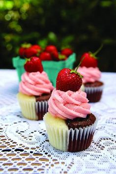 Neapolitan Cupcakes!! I will definitely be making these soon.