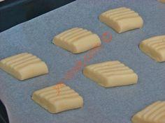 Pastane Usulü Un Kurabiyesi Tarifi Yapılış Aşaması 10/16 Diy And Crafts, Cookies, Desserts, Food, Recipes, Bakken, Crack Crackers, Tailgate Desserts, Deserts