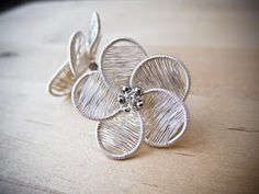 de Cor's Handmade Jewelry: Serena Flower Studs Earrings - Step By Step Wire Jewelry Tutorial, Project Base Series