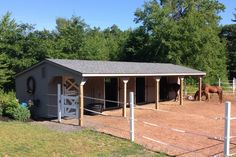 Post Beam Horse Barns: Run-In, Shed Row, Rancher with Overhang, Center Aisle Horse Barn: The Barn Yard Great Country Garages