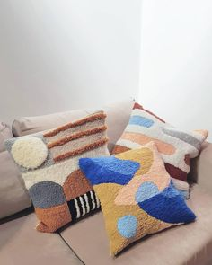 29 Poufs Pillows Decor For You This Winter - Futuristic Interior Designs Technology Futuristic Interior, Punch Needle Patterns, Interior Decorating Styles, Interior Design, Techniques Couture, European Home Decor, Traditional Decor, Diy Arts And Crafts, Eclectic Decor