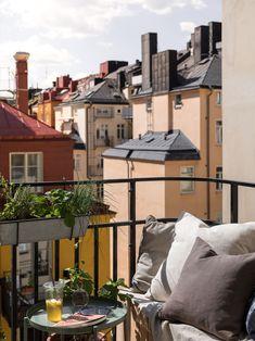 Milan Apartment, Apartment Interior, Home Interior, Interior And Exterior, Small Cozy Apartment, Dream Apartment, Old Apartments, Apartment Balconies, Small Balcony Design