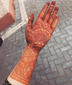 Check out the 60 simple and easy mehndi designs which will work for all occasions. These latest mehandi designs include the simple mehandi design as well as jewellery mehndi design. Getting an easy mehendi design works nicely for beginners. Mehndi Designs Front Hand, Back Hand Mehndi Designs, Latest Bridal Mehndi Designs, Mehndi Designs 2018, Mehndi Designs Book, Mehndi Designs For Girls, Mehndi Designs For Beginners, Mehndi Design Photos, Unique Mehndi Designs