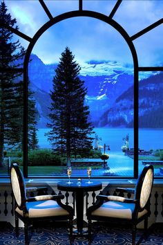 Enjoy the view on the mountains while having dinner @ Fairmont Chateau Lake Louise #Canada