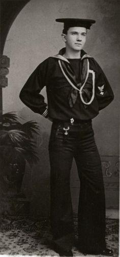 Hospital Corpsmen Clyde Camerer, c 1912 Navy Man, Us Navy, Vintage New York, Vintage Men, Navy Careers, Navy Corpsman, Navy Chief, Vintage Sailor, Men Are Men