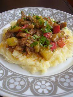 Tocana de porc cu legume si piure de cartofi