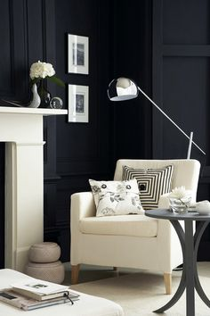 BLACK WALLS: Black is an absorbing color that is recognized by formality, mystery, power and elegance. The last being one of the best ways to incorporate it into our homes.