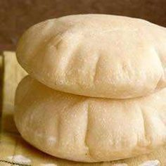 Whether you fancy wholemeal or plain pitta - have a go at making your own light and fluffy homemade pitta bread with these foolproof recipes. For a little help, we have pitta bread recipes using your bread machine, too. Bread Machine Recipes, Bread Recipes, Cooking Recipes, Cooking Rice, Cooking Turkey, Pitta Bread Recipe, Homemade Pita Bread, Good Food, Yummy Food