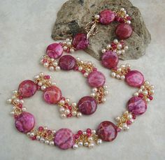 boart name Is Spring Cleaning Or Easter Eggs The Health Hazard What is it about spring that brings t Pearl Necklace Designs, Beaded Jewelry Designs, Jewelry Design Earrings, Ruby Jewelry, Gold Jewellery Design, Bead Jewellery, Jewelry Patterns, Bridal Jewelry, Jewelry Necklaces