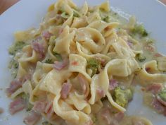 Tagliatelle with broccoli and ham cream-Bandnudeln an Brokkoli-Schinken-Rahm Ribbon pasta with broccoli ham cream - Ribbon Pasta, Fermented Bread, Baby Food Recipes, Healthy Recipes, Roast Recipes, Lunch Snacks, Quiche, Food To Make, Food Processor Recipes