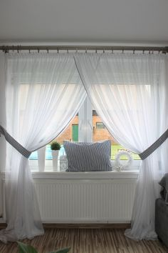 pl - Odkrywaj, kolekcjonuj, kupuj (With images) Home Curtains, Curtains Living, Curtains With Blinds, Window Curtains, Room Window, Hanging Curtains, Home Living Room, Living Room Decor, Bedroom Decor
