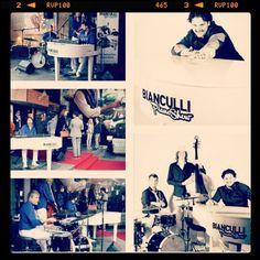 The #Bianculli Piano Show. #Topentertainment tijdens uw #nieuwjaarsfeest, #personeelsfeest en #festival. Op www.italianentertainment.nl meer info. Mail voor een compleet voorstel. (at Italian Entertainment And More - Italian Coffee Handbags)
