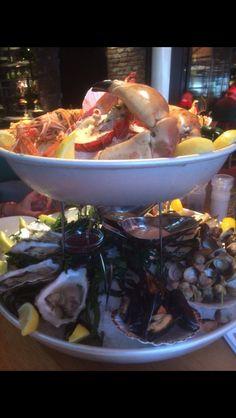 Niet zelf gekookt, maar te lekker om niet te delen. Enorm seafood platter bij Oceans in Scheveningen.