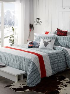"Exclusively from Simons Maison     A strikingly realistic photo print for an original decorative touch ! Trendy accent stripe and graphic ribbed knit similar to the renowned wool socks.      The set includes:   Twin: 1 duvet cover 66"" x 90"", 1 pillow sham 20"" x 26""  Double: 1 duvet cover 84"" x 90"", 2 pillow shams 20"" x 26""  Queen: 1 duvet cover 90"" x 95"", 2 pillow shams 20"" x 29""  King: 1 duvet cover 108"" x 95"", 2 pillow s..."