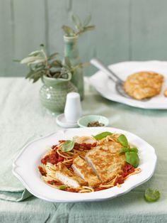 Hähnchen-Piccata zu Tomaten-Spaghetti (Heft: April 2015) Foto © Maike Jessen für ARD Buffet Magazin