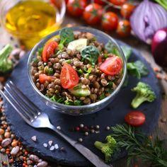 Fibrele sunt substante nutritive esentiale de care organismul uman are nevoie intr-o serie de procese digestive. Acestea ajuta la functionarea normala a tractului digestiv si la digestia alimentelor, sporind si senzatia de satietate.