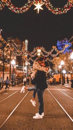 Couple Poses For Pictures Christmas - Couple