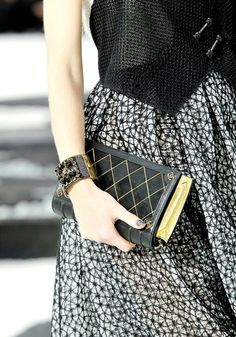 Chanel Spring 2011 Book Clutch media gallery on Coolspotters. See photos, videos, and links of Chanel Spring 2011 Book Clutch. Fashion Details, Diy Fashion, Ideias Fashion, Fashion Show, Chanel Fashion, Gold Fashion, Cheap Fashion, Ladies Fashion, Fashion Styles