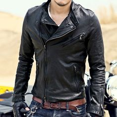 Men's Leather Jackets: How To Choose The One For You. A leather coat is a must for each guy's closet and is likewise an excellent method to express his individual design. Leather jackets never head out of styl Biker Leather, Leather Men, Leather Fashion, Mens Fashion, Sheepskin Jacket, Estilo Rock, Leather Jacket Outfits, Harley Davidson, Sexy Men