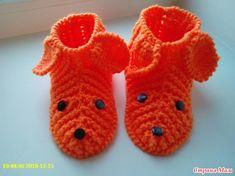 Детские тапконоски Собачки, крючком, рельефным столбиком. Crochet For Kids, Slippers, Knitting, Pattern, Shoes, Fashion, Gold, Moda, Sneakers