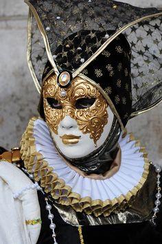 Achados - dali e daqui #masks #venetianmask #masquerade http://www.pinterest.com/TheHitman14/art-venetian-masks-%2B/