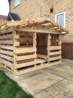 25+ best ideas about Pallet Playhouse