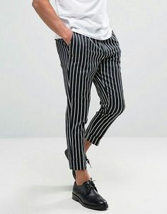 In a time when streetwear seems to have infiltrated fashion at practically every level, it's almost comforting to see a designer who hasn't strayed from their g Streetwear, Mens Striped Trousers, Trousers Mens, Pinstripe Pants, Mode Man, Moda Casual, Style Casual, Style Men, Men's Style