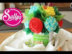 ▶ Cupcake Blumenstrauß in wenigen Schritten / Cupcake Flower Bouquet - YouTube  für das Kuchenbüffet