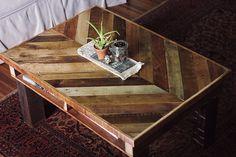理想の机をDIYしたら約¥12,000で作れてしまったお話   テーブル   DIYer(s) via:パレットでヘリンボーンがかっこいいコーヒーテーブルをDIY!