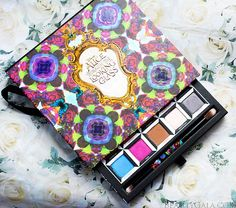 """Urban Decay """"Alice Through The Looking Glass"""" Eyeshadow Palette"""