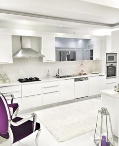 Beyazın büyüsünde, iddialı ve şık bir ev. Luxury Kitchen Design, Luxury Kitchens, Küchen Design, Rustic Design, Living Room Modern, Living Spaces, Home Design Floor Plans, Commercial Kitchen, Design Moderne