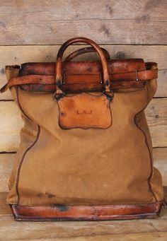Vintage Mail Bag. Beautiful patina! ⓀⒾⓃⒼⓈⓉⓊⒹⒾⓄⓌⓄⓇⓀⓈ▻