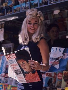 Jayne Mansfield at the newstand in the 1960s.