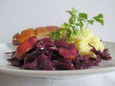 A bőrös malachús készülhet malaccombból is Cabbage, Beef, Vegetables, Food, Meat, Essen, Cabbages, Vegetable Recipes, Meals