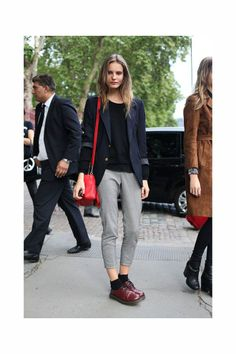 Tilda Lindstam Off Duty Style Dr Martens Style, Dr Martens Outfit, Business Casual Outfits, Office Outfits, Moda Indie, Dr. Martens, Tomboy Fashion, Fashion Outfits, Outfits Leggins