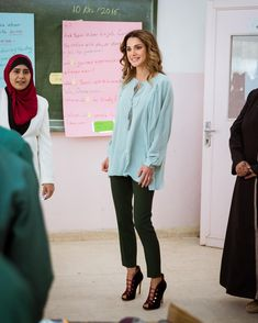 10 October 2016 - Queen Rania visits the Children's Mobile Museum in Jerash - blouse by Chloé, shoes by Gianvito Rossi, bag by Proenza Schouler