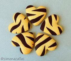 Frusecuri de post biscuiti zebra Zebra Cookies, Cake Cookies, Sugar Cookies, Chocolate Sweets, Love Chocolate, Bon Appetit Bien Sur, Mochi Cake, Matcha Cookies, Princess Cookies