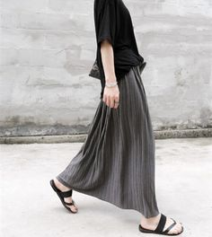 4c4a7eb06ca18 Spring Summer New 2018 High Waist Pleated Skirt Fashion Women Long Maxi  Skirt Plus Size Skirts Womens Saia Jupe Faldas Largas-in Skirts from Women s  ...
