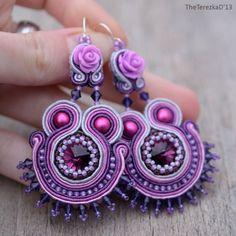 Soutache - Blueberry Milkshake by TheTerezkaD Rope Jewelry, Funky Jewelry, Fabric Jewelry, Soutache Bracelet, Soutache Jewelry, Beaded Jewelry, Soutache Pattern, Soutache Tutorial, Beaded Earrings Patterns