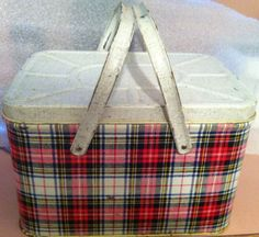 Vintage GSW Metal Lunch Box Red Green & White Plaid Picnic Basket like my first lunch box.fond memories of my first day of school Tin Lunch Boxes, Vintage Lunch Boxes, Metal Lunch Box, Vintage Display, Vintage Tins, Vintage Metal, Vintage Picnic Basket, Picnic Baskets, Picnic Essentials