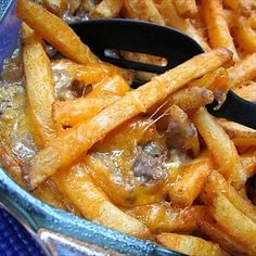 ***Cheeseburger & Fries Casserole Recipe --- 2  lbs lean ground beef, 1/4 tsp salt, 1/2 tsp pepper, 1  tsp  minced garlic, 1 (300 ml) can  cream of mushroom soup,  1 (300 ml) can  cheddar cheese soup, 1(500 g) package  frozen French fries, any style, 2  cups cheddar cheese shredded --- Made it w/o the mushroom soup :)