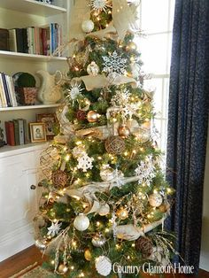 Country home Christmas Trees | Country Glamour Home. Burlap tree decor | Christmas