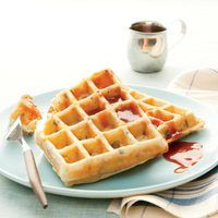Whip up a batch of these hearty Sausage, Potato and Cheese Waffles on Sunday night, then store them in the freezer for up to three weeks., pop one in the toaster and warm some of our maple ketchup in the microwave. Cheese Waffles, Potato Waffles, Cheddar Cheese, Italian Sausage Recipes, Sweet Italian Sausage, Brunch Recipes, Breakfast Recipes, Brunch Ideas, Breakfast Ideas