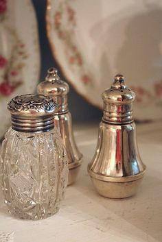 www.romantichome.blogspot.com - The simple beauty of silver and crystal