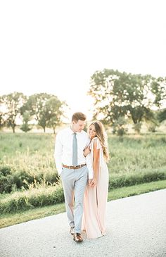 Light & Airy Engagement Photos - Inspired By This Couple pictures | Natural light | elegant and classy pictures | engagement pictures | wedding photography | engagement outfit inspiration and style #engagementphotography
