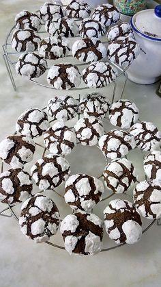 Ελληνικές συνταγές για νόστιμο, υγιεινό και οικονομικό φαγητό. Δοκιμάστε τες όλες Greek Sweets, Greek Desserts, Mini Desserts, Greek Recipes, Desert Recipes, Yummy Cookies, Cake Cookies, Cupcake Cakes, Chocolate Sweets