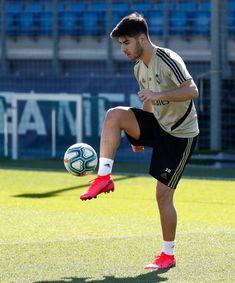 Isco, Real Madrid Players, Football Gif, Eden Hazard, I Work Hard, Soccer Players, Champion, Running, Sports