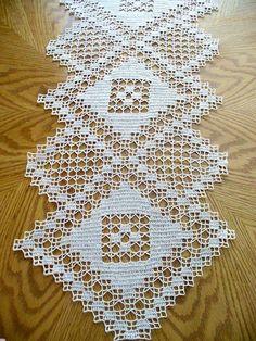 Handmade Natural Crochet Table Runner: Major Triad-Handgemaakte natuurlijke haak tabel Runner: Major triade This beautiful handmade rug is made from … - Crochet Table Topper, Crochet Table Runner Pattern, Crochet Doily Patterns, Crochet Tablecloth, Crochet Diagram, Filet Crochet, Crochet Doilies, Knitting Patterns, Lace Table Runners